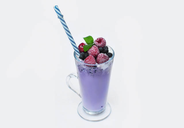 Blueberry smoothie with fruit