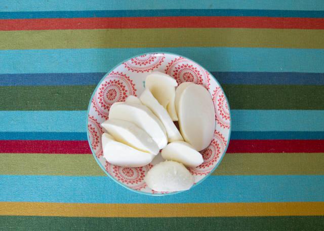 Mozzarella in bunter Schüssel