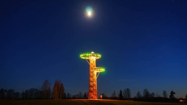 Glowing observatory tower at night / Glühender Observatorium in der Nacht