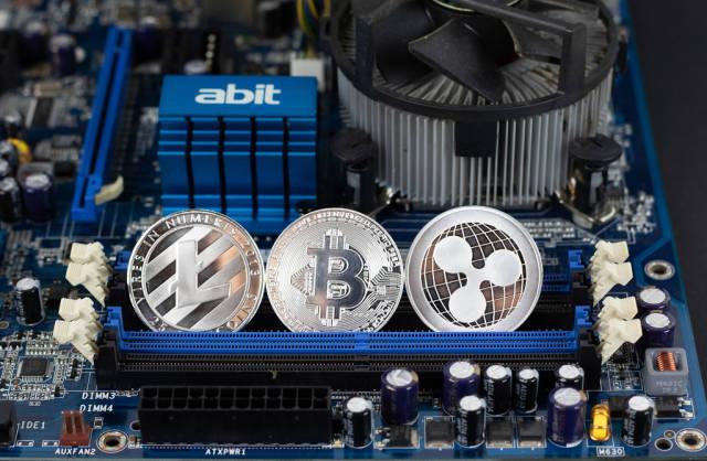 Litecoin, Bitcoin und Ripple auf einer Hauptplatine