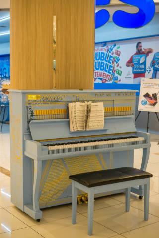 Piano inside Lot 10 Shopping Mall in Kuala Lumpur