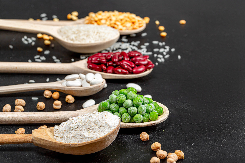 Background components of a healthy diet - cereals, legumes, oat bran