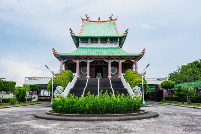 An old Chinese temple in the middle of Bacolod