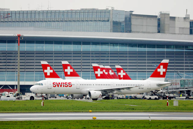 Swiss Air Lines A321 taxiing in Zurich Airport