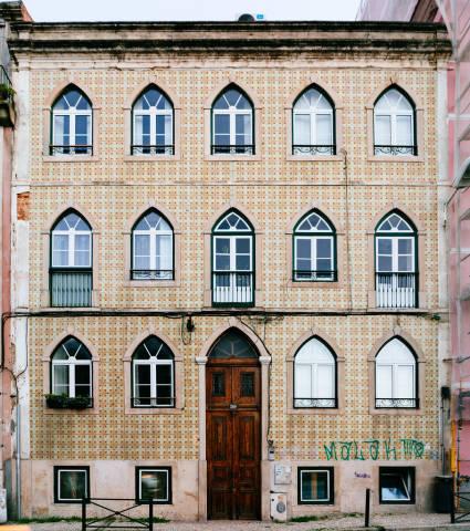 Classical Portuguese building in Lisbon / Klassisches portugiesisches GebŠude in Lissabon