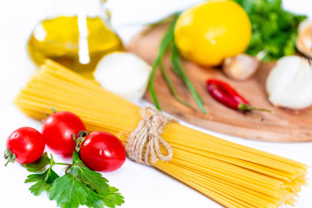 Spaghetti with vegetables and spices