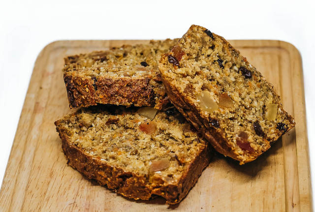 Schwedisches süßes Brot mit Samen und Früchten