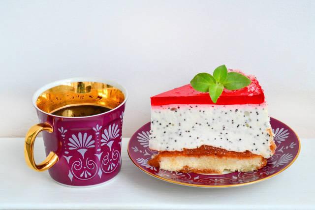 Kuchen mit Joghurt-Creme und Mohn