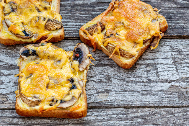 Baked sandwiches with mushrooms and cheese