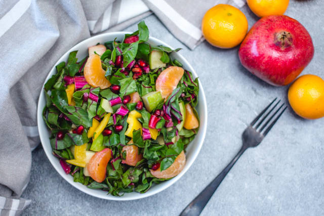 Winter Salad with Spinach and Nectarine