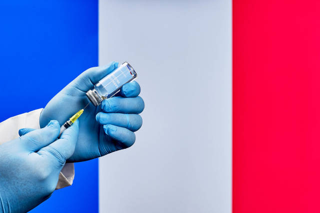 Mass COVID inoculations in France
