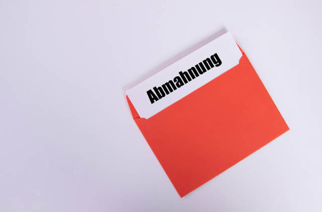 Abmahnung text with an red envelope