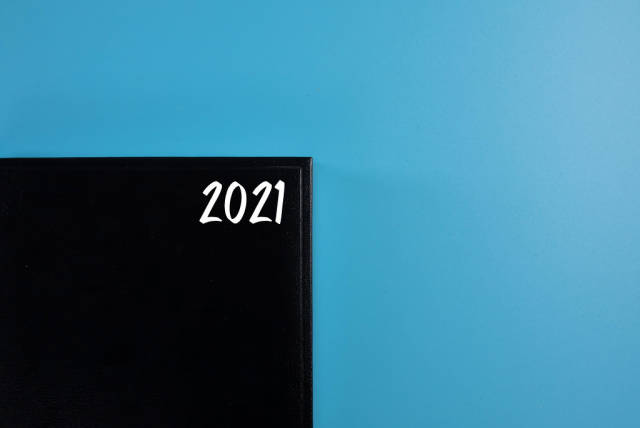 2021 written on a cover of a black book