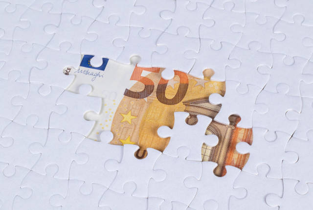 Missing puzzle pieces on 50 Euro money