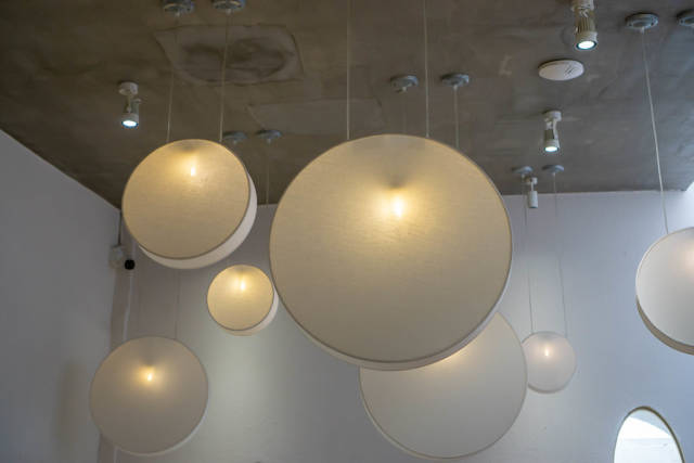 Creative Flat Round Paper Ceiling Lamps in different Sizes inside a Cafe
