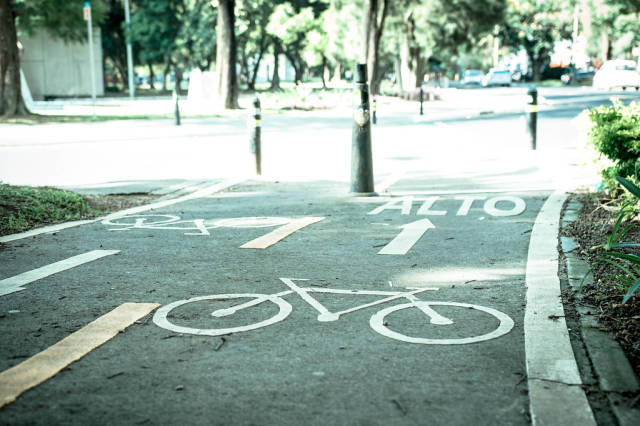 Bike road approaching a car street