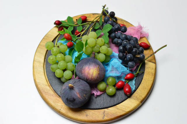 Figs, grapes and rosehips