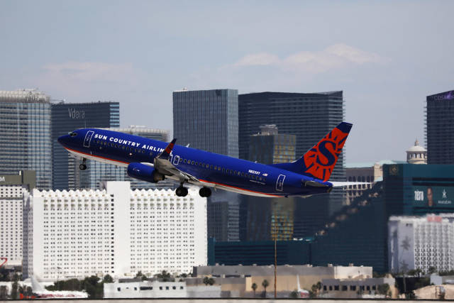 Sun Country Airlines N825SY taking off from Las Vegas airport LAS
