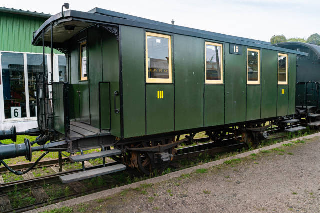 Retro green German Reich train carriage number 16