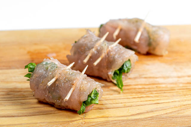 Raw chicken rolls with spinach