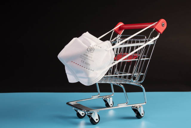 Shopping cart with medical FFP2 mask