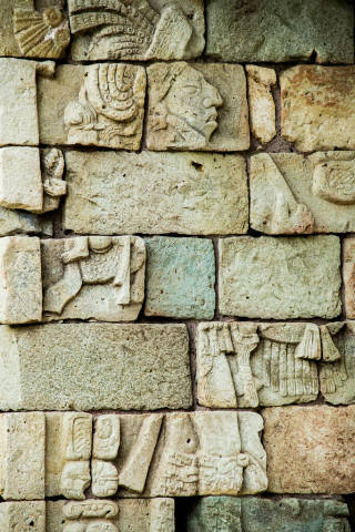 Steinmetzkunst der Maya