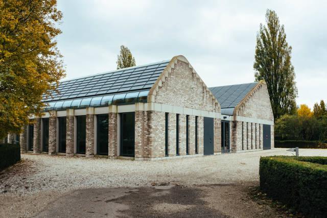 Building of modern De Nieuwe Noorder funeral home in Amsterdam
