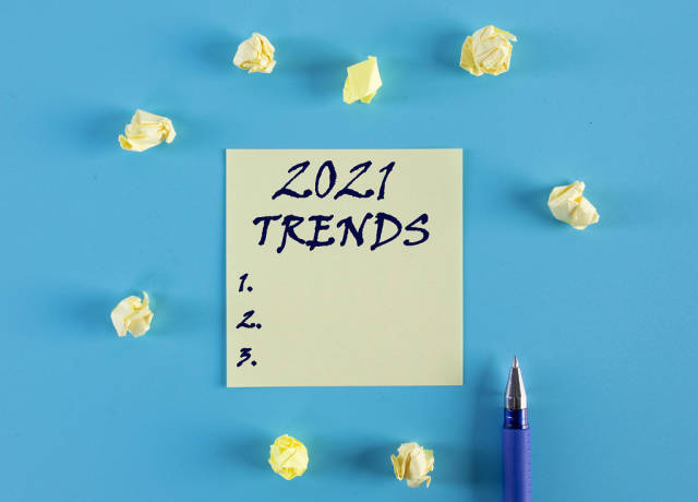 Yellow sticky note with 2021 Trends list