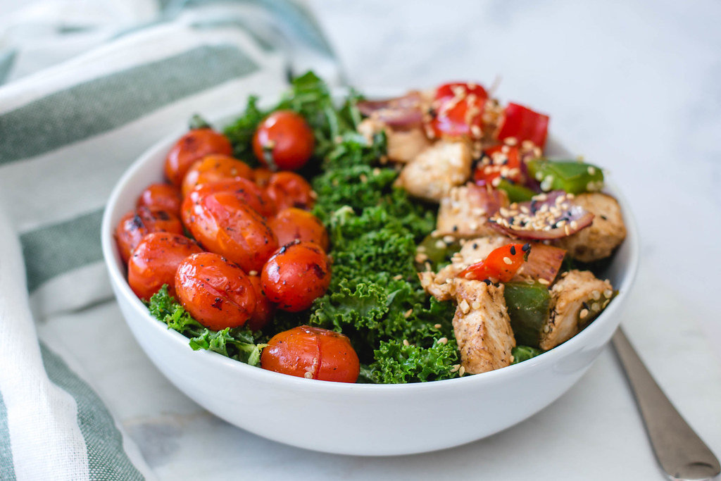 Chicken Bowl with Tomatoes, Kale and Sesame Seeds