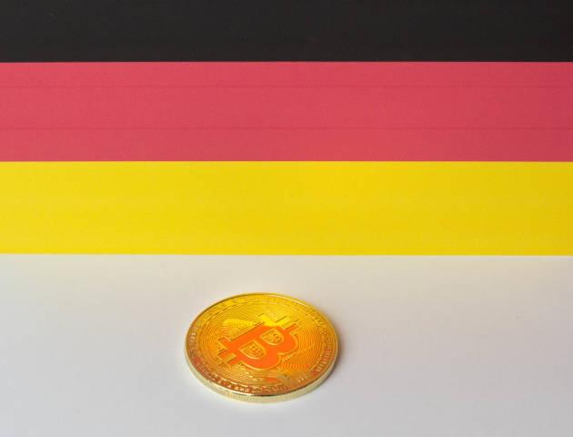 Bitcoin mit der Flagge Deutschlands