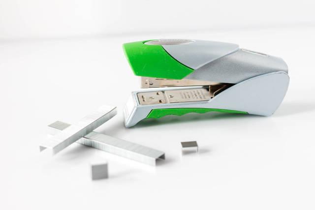 stapler close-up (dt. Hefter)