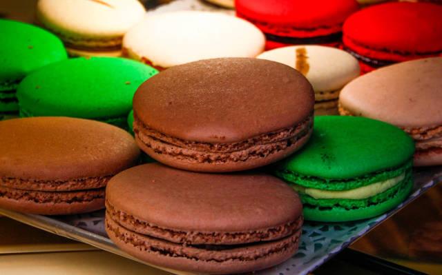 Französisches Macaron in verschiedenen Farben