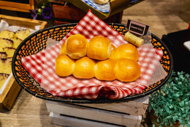 Dinner roll on wooden basket with table cloth