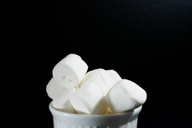 White bowl with marshmallows