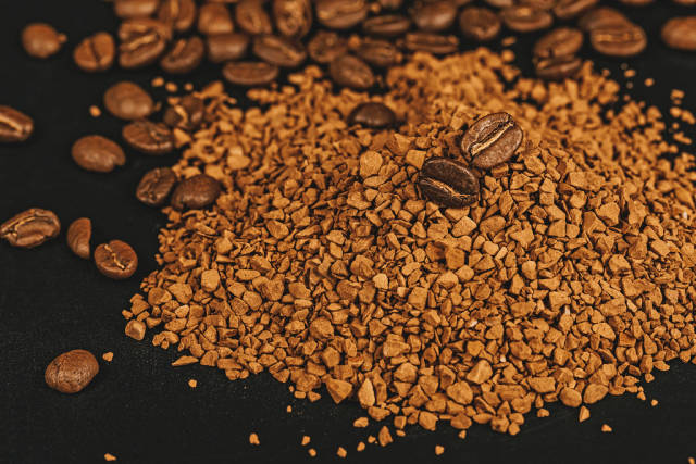Instant coffee and coffee beans