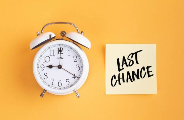 Alarm clock with handwritten text Last Chance
