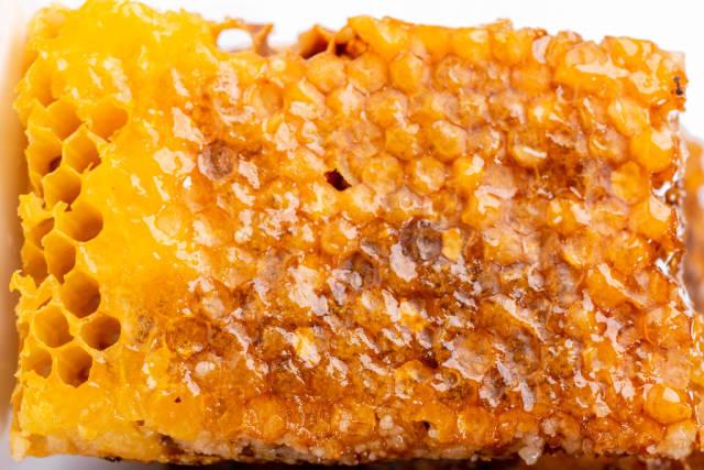 Closed (sealed) honey honeycomb