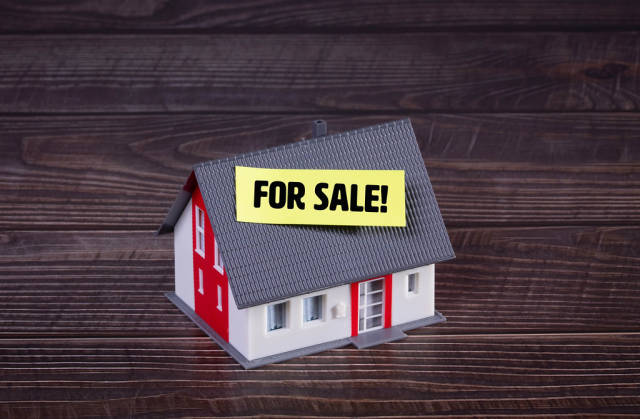 House with yellow For Sale sticker