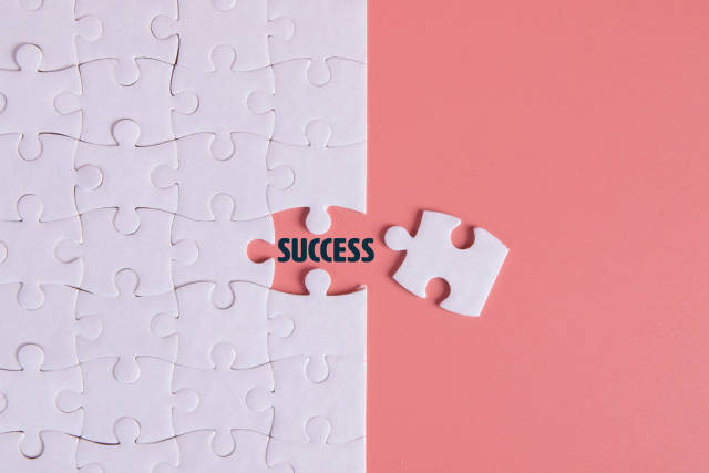 Puzzle pieces with Success text