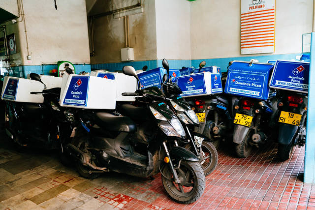 Delivery scooters parking of Dominos Pizza / Lieferung Scooters Parkplatz fŸr Dominos Pizza