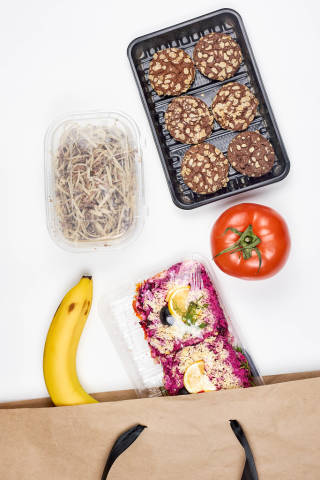 Healthy food in the recyclable shopping bag