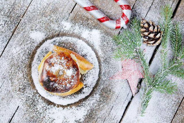 Bratapfel with white snow, Christmas recipe