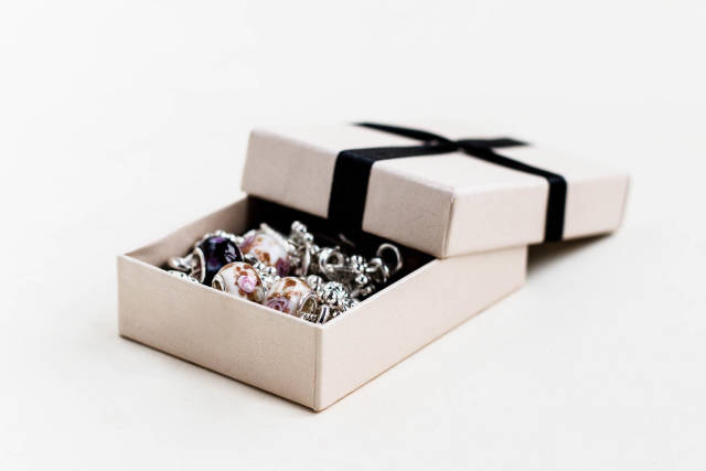 Gift box with jewelry