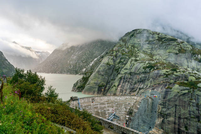 Grimsel pass dam with a lake behind it