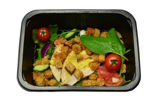 Salat mit Croûtons und Hähnchenbrust