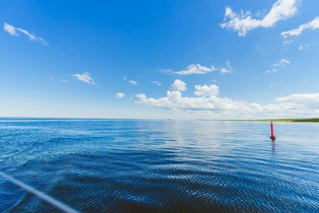 Blaues Meer und Himmel