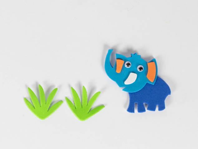 Elefant isst Gras