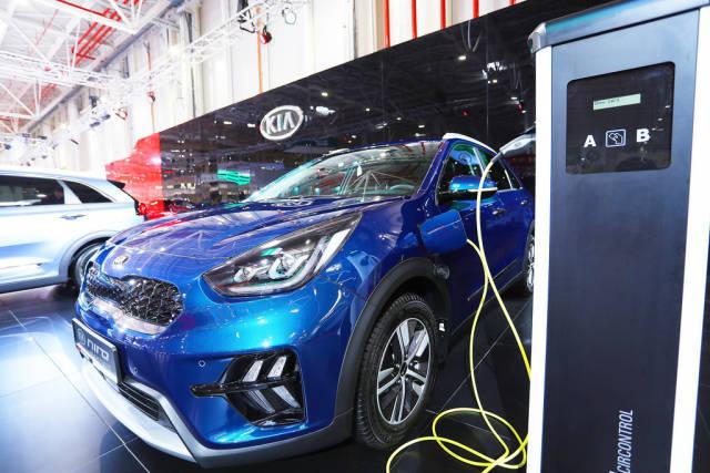Kia Niro at charging station, Bucharest Auto Show 2019, SAB