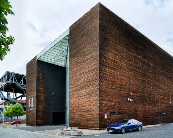 Maserati Ghibli GranSport in front of modern Finnish building of Expo 2000 in Hannover, Germany