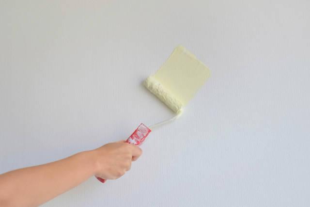 Wand wird gestrichen